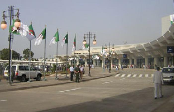 إخلاء مطار الجزائر الدولى وتعليق الرحلات بسبب حريق فى برج المراقبة