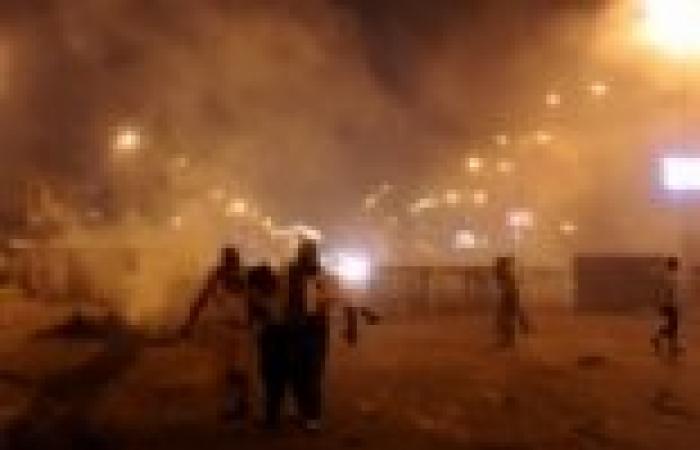 """سلسلة بشرية في بنها لتأبين عيسى عصام شهيد أحداث """"المنصة"""""""