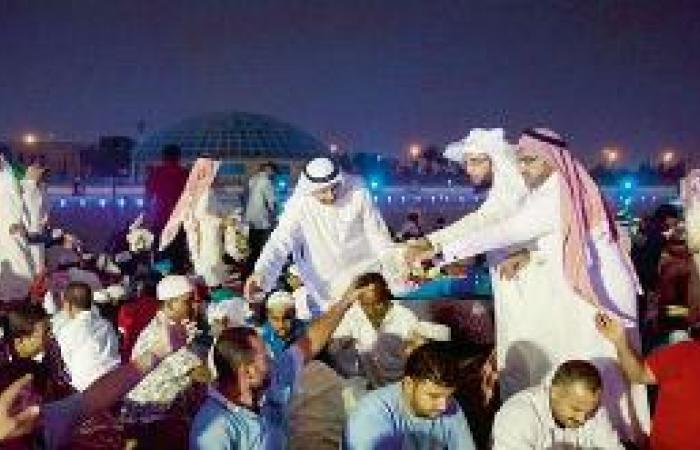 البلدي والأمانة يحتفلان بعمال النظافة في إفطار رمضاني ويكافئانهم بـ«العمرة»