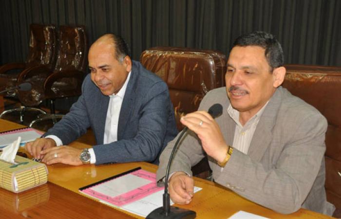 بالصور.. سكرتير عام كفر الشيخ يطالب بإنهاء مشاكل الصرف وأعمال الرصف