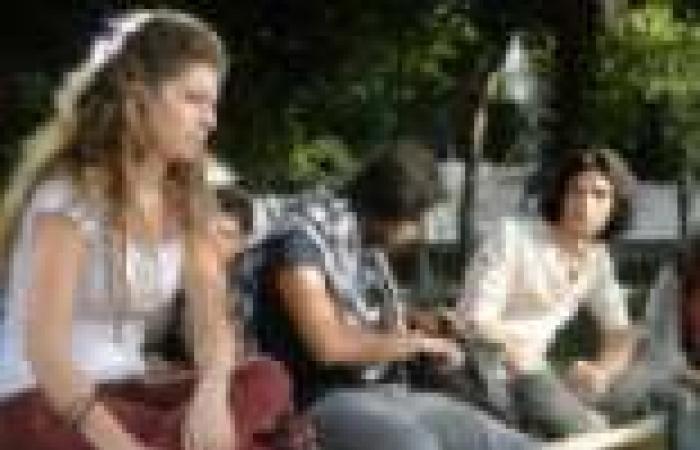"""الحلقة (20) من مسلسل """"روزنامة"""": الأصدقاء يدبرون حفلا مفاجئا لعيد ميلاد سمير"""