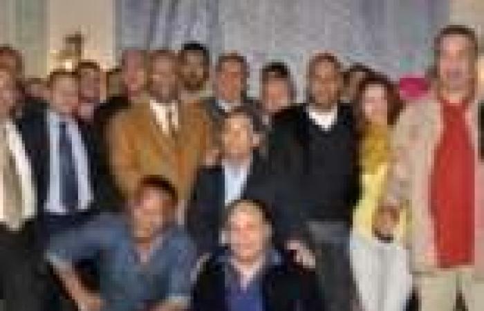 """أسرة """"الركين"""" تحتفل بانتهاء تصوير المسلسل.. وتذبح """"عجلا"""" للإفطار"""