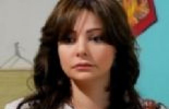 """الحلقة (21) من """"سكر وسط"""": """"عصام"""" يكتشف خيانة زوجته """"سعاد"""".. و""""إنصاف"""" تمهد لفضح """"عزة"""""""