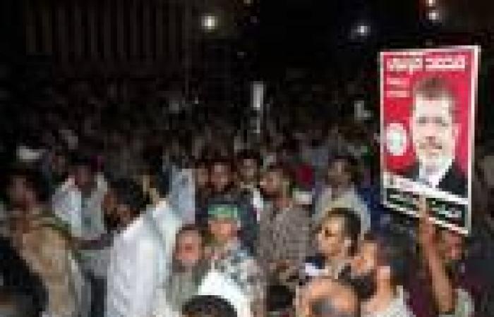أنصار مرسي يطعنون شابا اعترض على هتافاتهم المسيئة للجيش بالإسماعيلية