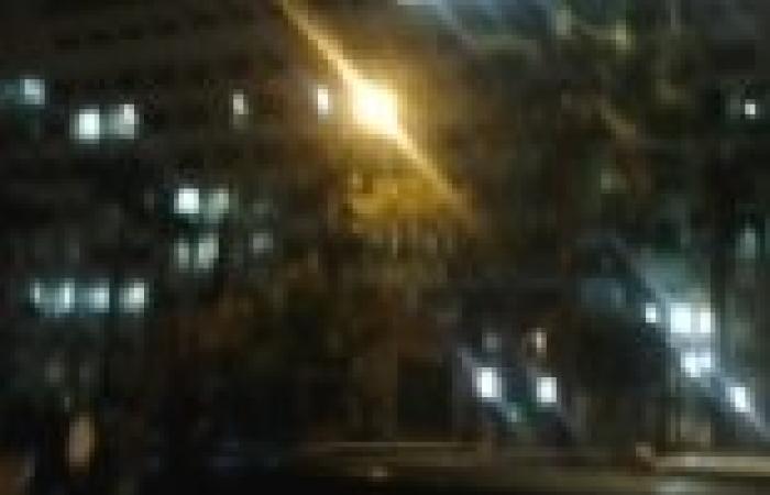 """أنصار """"المعزول"""" يطلقون الشماريخ أمام مديرية أمن الإسماعيلية في مسيرة """"مصر ضد الانقلاب"""""""