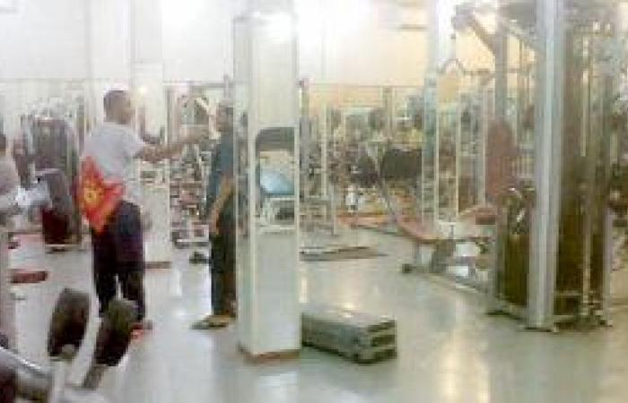 شباب يهربون من «النت» للنوادي الرياضية
