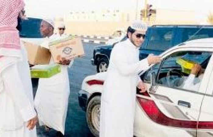 سائقو الأجرة والناقلات : إفطار بالصدفة مع العائلة وربح مبرمج في الشارع