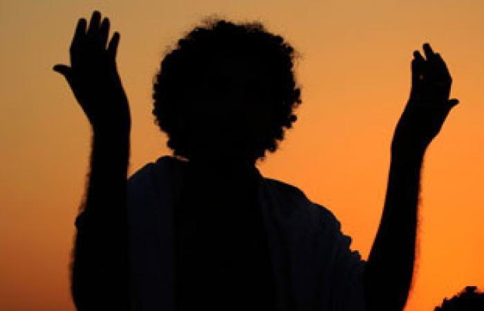 الدعاء واللجوء إلى الله من أهم العلاجات النفسية الأبدية