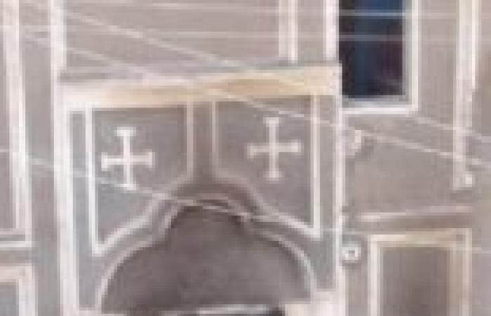 """أنصار """"مرسي"""" يرشقون كنيسة بالحجارة في المنيا"""