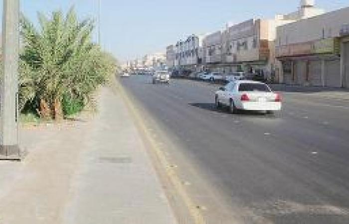 المتسوقون يخنقون شارع «البخاري» باقتراب العيد