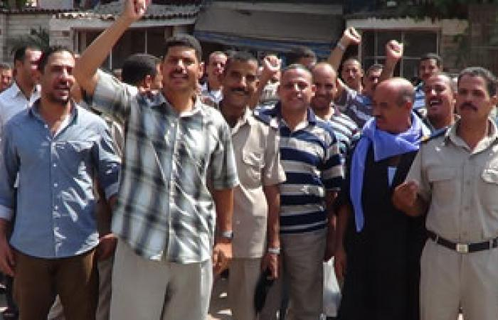 وقفة احتجاجية لأفراد الشرطة بالمنيا احتجاجا على الخصم من الراتب