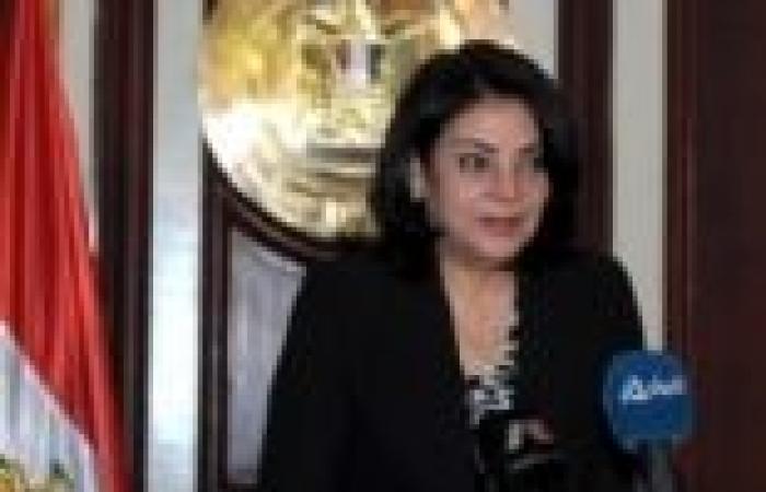 مذيعة بالقناة الثالثة تطالب وزيرة الإعلام بإعادتها إلى العمل