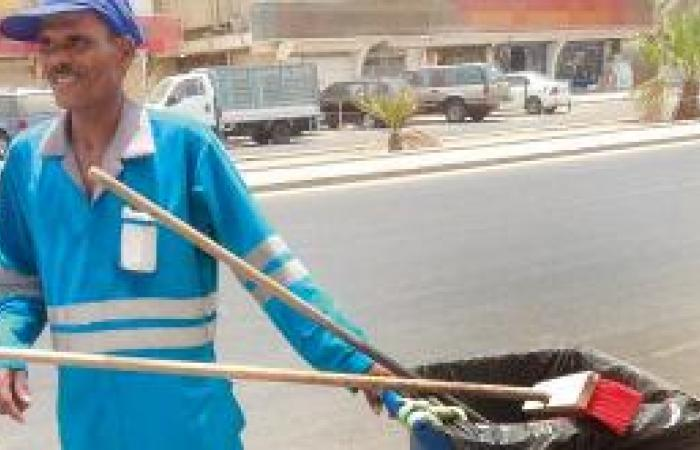 عمال النظافة يقضون العيد في تزيين العروس