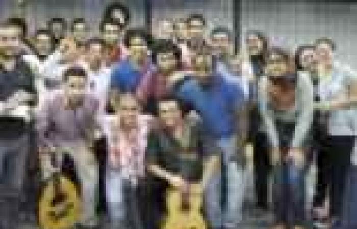 «مترو تون».. فرقة غنائية تقدم أعمالها تحت الأرض