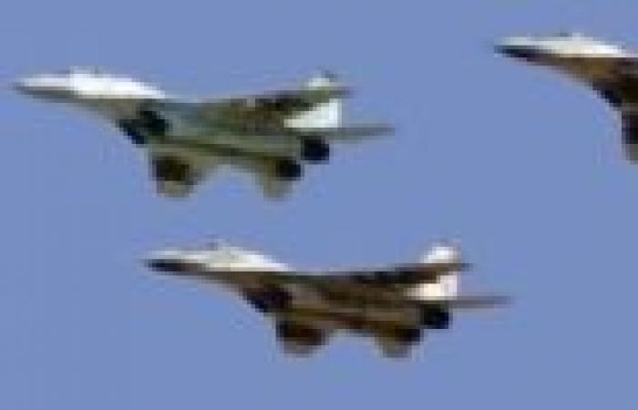 الدفاع اليمنية: سقوط مروحية ومصرع 9 عسكريين بينهم قائد لواء شرق مأرب