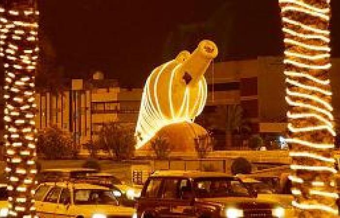 الشوارع تتزين بالمصابيح والليزر.. والأمانة توزع الفرحة في الأحياء