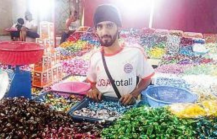 25 بسطة تشعل قناديل العيد في سوق البلد