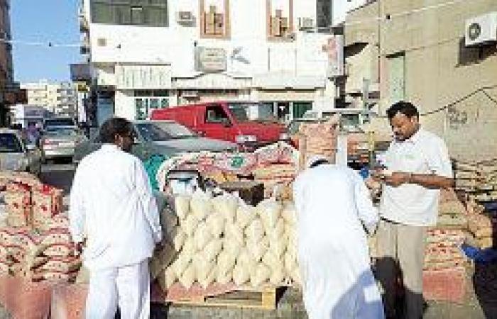 بسطات الحلوى والزكاة رسمت ملامح العيد في ينبع