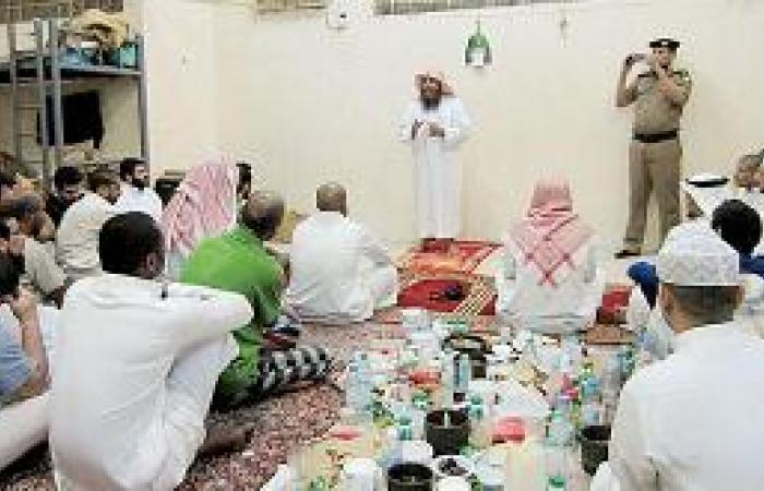 خيرية أبو عريش توزع كسوة العيد لـ 88 أسرة