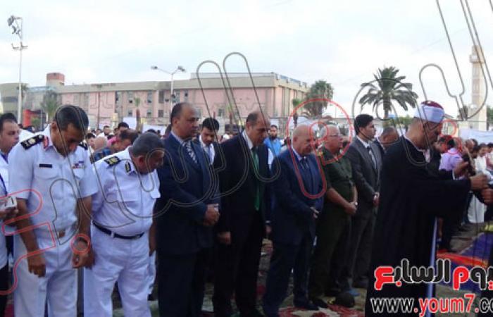 محافظ بورسعيد يؤدى صلاة العيد وسط آلاف المصلين بساحة المعمورة