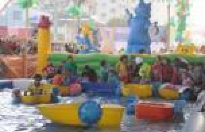 بالصور.. العيد في «رابعة»: ملاهي أطفال وحمام سباحة و«رنجة ضد الانقلاب»