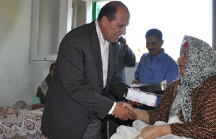 محافظ الوادى الجديد يهنئ المرضى وأفراد الأمن بعيد الفطر المبارك