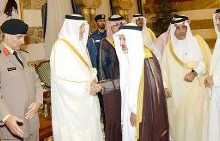 أمير مكة يستقبل المهنئين بعيد الفطر