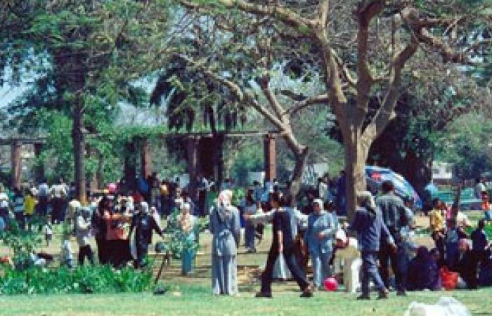 توافد المواطنين على حدائق القناطر الخيرية فى ثانى أيام العيد