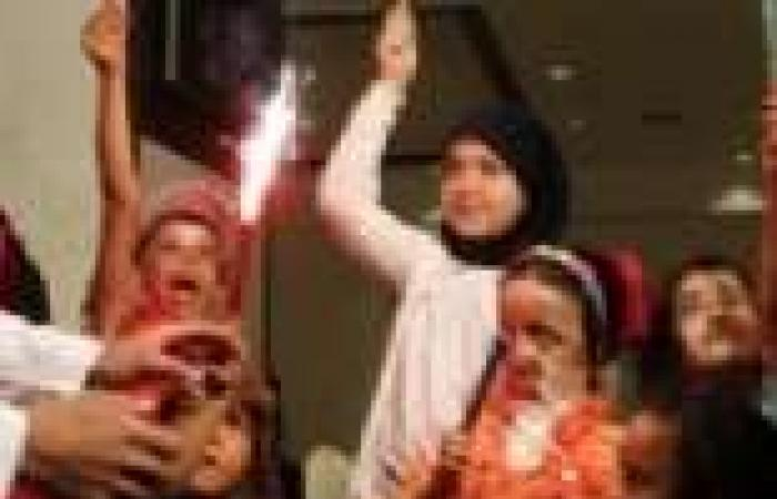 أطفال سوريا «المشوهين» يحتلفون بالعيد
