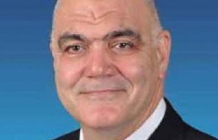العاملون بجامعة الإسكندرية يدشنون حملة لسحب الثقة من رئيسها الإخوانى