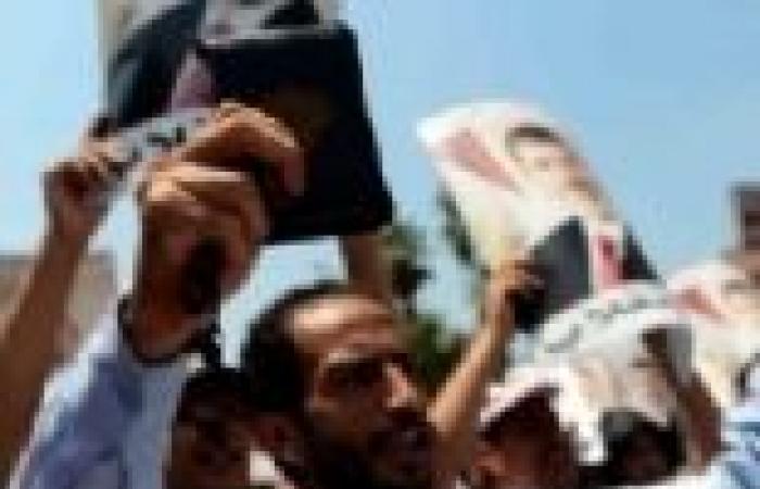 أنصار الرئيس المعزول يغلقون ميدان الساعة بقنا.. والأمن يعلن حالة الاستنفار القصوى