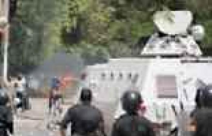 قنا: محاصرة ديوان المحافظة وإخلاء الهيئات الحكومية من موظفيها