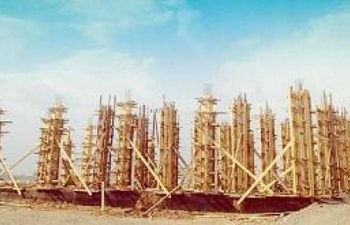 إعادة بناء مسجد بمساحة أقل من النصف