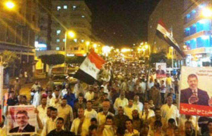 مسيرة بمطروح للتنديد بقمع المتظاهرين وحصار مسجد الفتح