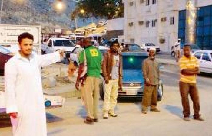 سماسرة تشغيل الخادمات يزحمون شوارع «كدي»