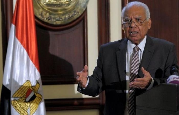 """مصدر حكومي: """"الببلاوي"""" أصدر أمر وضع """"مبارك"""" قيد الإقامة الجبرية"""