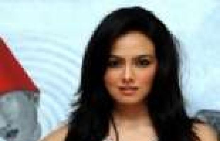 بالصور| الممثلة الهندية سانا خان تحتفل بعيد ميلادها الـ26