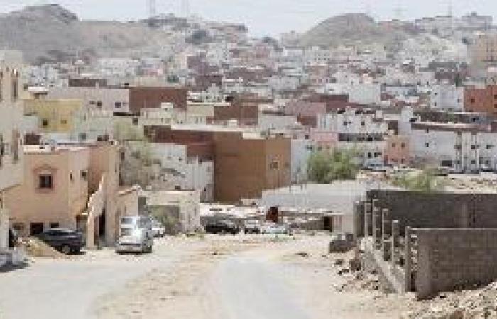 100 حفرة تتربص بسيارات طريق مكة القديم