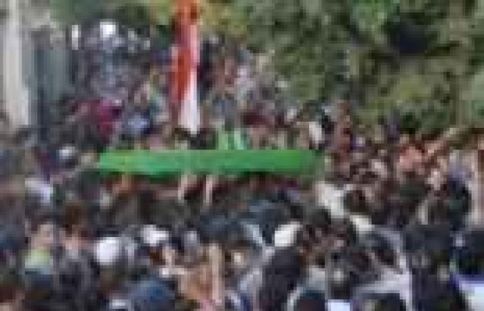 «خربتا» تشيّع شهيد الجيش ببورسعيد.. والجنازة تتحول إلى «ثورة غضب» ضد «الإخوان»