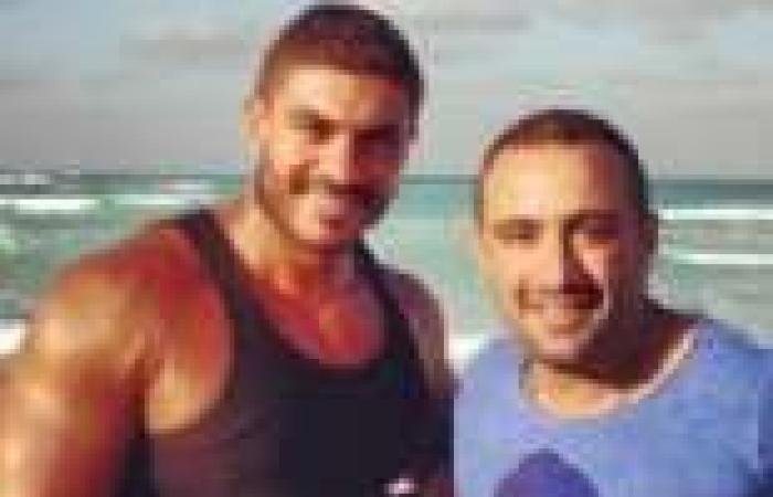 خالد سليم وأحمد السقا ينشران صورة لهما أثناء قضائهما إجازة بالساحل الشمالي