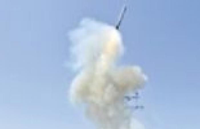 البحرية الأمريكية تعيد توزيع قطعها تحسبا لأي ضربات عسكرية محتملة ضد سوريا