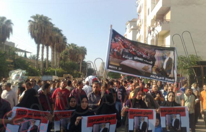 """بالصور.. الآلاف يشيعون """"القماش"""" ضحية الإخوان بالمنصورة"""