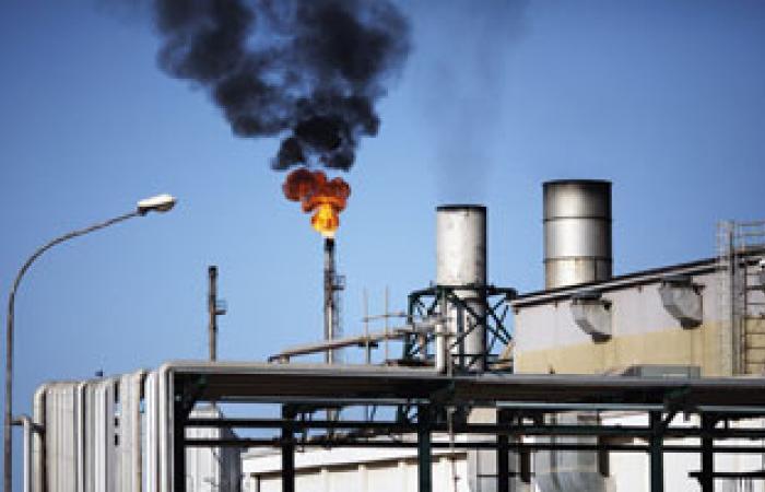 النفط يهبط أكثر من دولار مع ظهور احتمالات لتفادى ضربة عسكرية إلى سوريا