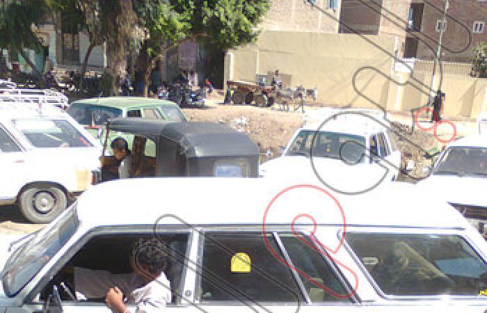 """بالصور.. مركز """"حماية"""" يرصد مشكلات تكدس السيارات بالطرق الحيوية بمدينة قنا"""