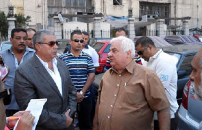 محافظ الإسكندرية يتفقد مواقف السيارات بالمنشية لحل مشاكل المرور