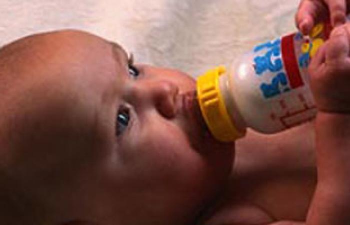كيف يمكن تجنب التلوث الناجم عن عدم تعقيم زجاجة الرضاعة؟