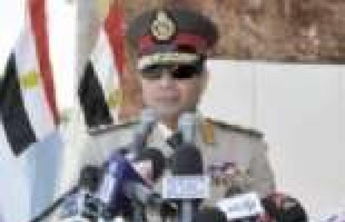 """""""دعم السيسي"""" تنظم حلقات نقاشية مع المواطنين بميداني التحرير ورمسيس"""