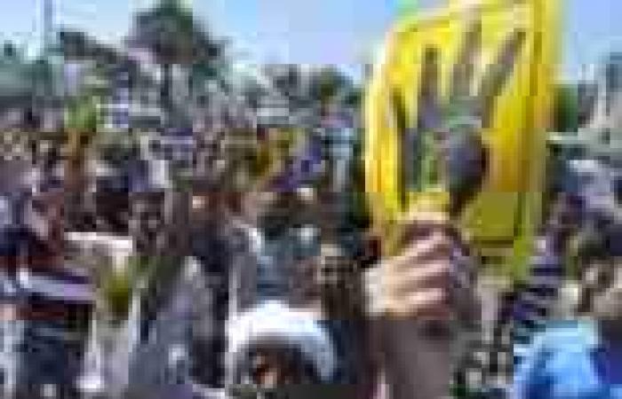 إخوان الإسكندرية يهاجمون «السيسى» والأهالى يردون برشقهم بالحجارة
