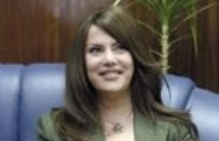 """جيهان منصور لحزب """"النور"""": الشريعة ليست بـ""""أطول ذقن"""""""