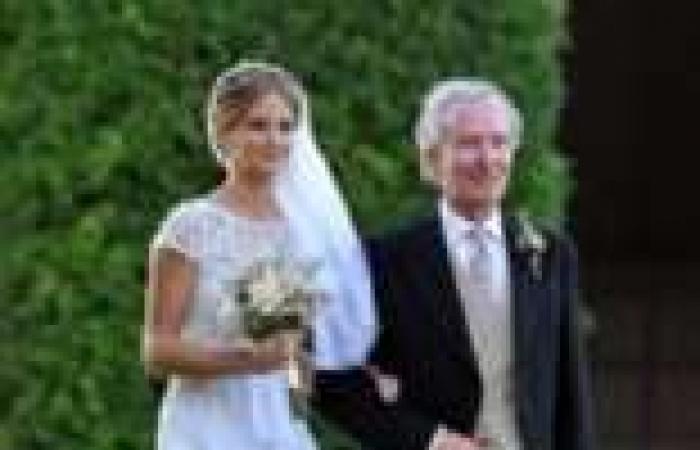 بالصور| عقد حفل زفاف الممثلة مايلي ماكينتوش وسط عائلتها وأصدقاءها المقربين
